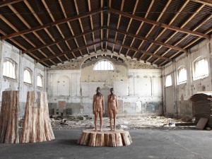 Aron Demetz, Sequoia, legno e resina di Pino. 2010 photo by Egon Dejori