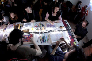 installazione-interattiva-di-matita-tavolo-per-disegno-acustico