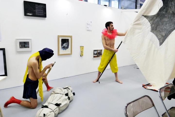 Artworks that ideas can buy di Cesare Pietroiusti